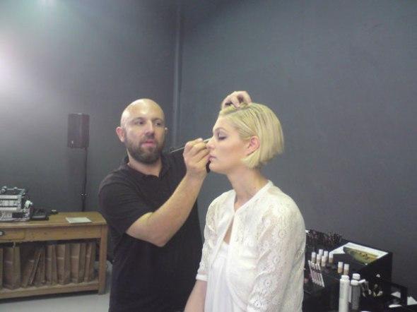 Ο Γιάννης Σίσκος επί το έργον © beautyworkshop.gr