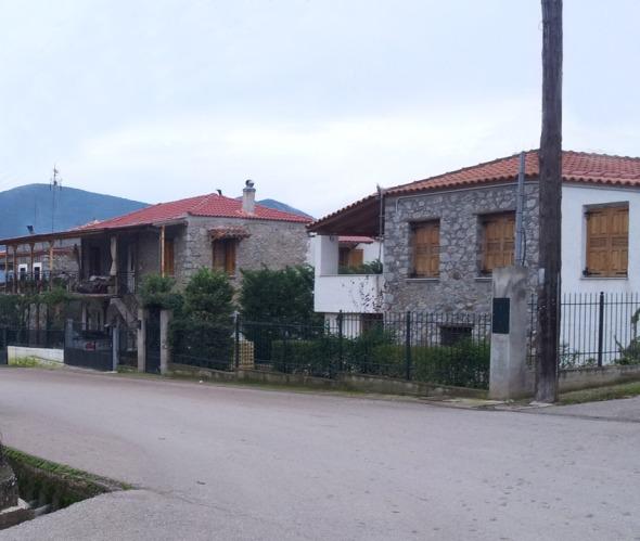 Όμορφα πέτρινα σπίτια στην Παλιοκερασία © beautyworkshop.gr