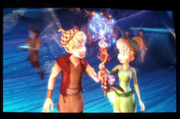 H Tinkerbell και ο Terence έγιναν σε δευτερόλεπτα οι αγαπημένοι ήρωες των παιδιών μου -τι σου κάνει ένα δίωρο στο σινεμά... (σκηνή από την ταινία Tinkerbell and the lost treasure)