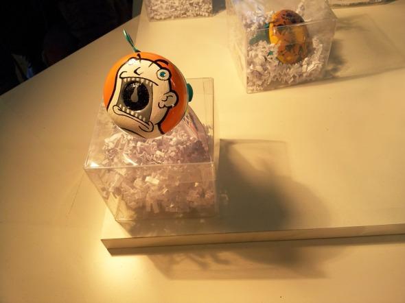 Τα ευφάνταστα αυτά κουδούνια της Ugly Bell είναι ζωγραφισμένα στο χέρι (www.facebook.com/uglybells) © beautyworkshop.gr