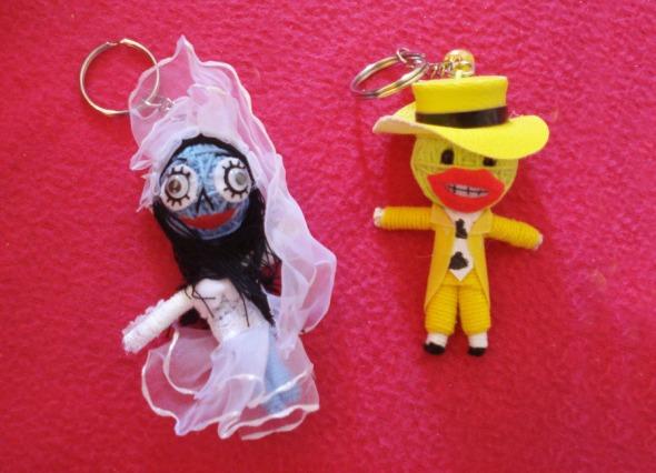 Σας θυμίζουν κάτι; Είναι η Νεκρή Νύφη του Tim Burton και η Μάσκα του Chuck Russel, με τον Jim Carrey στον πρωταγωνιστικό ρόλο. Spookie! Τα βρήκαμε στον πάγκο του Paradise Waterfalls (Ιπποκρατους 77, Εξάρχεια και Ιακωβίδου 12, Α. Πατήσια) © beautyworkshop.gr