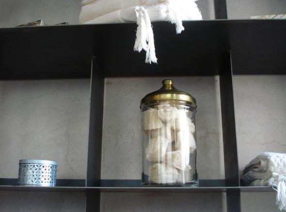 Η διακόσμηση του χώρου είναι λιτή και περιλαμβάνει κυρίως παραδοσιακά αντικείμενα που σχετίζονται με το χαμάμ © beautyworkshop.gr