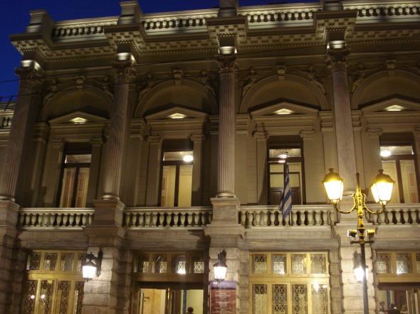 Το πανέμορφο κτήριο του Τσίλλερ, όπου στεγάζεται το Εθνικό Θέατρο © beautyworkshop.gr