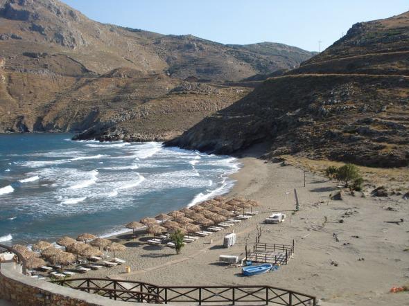 Η βάφτιση έγινε στην εξέδρα που φαίνεται στη φωτογραφία και το μυστήριο συνεχίστηκε μέσα στη θάλασσα © beautyworkshop.gr