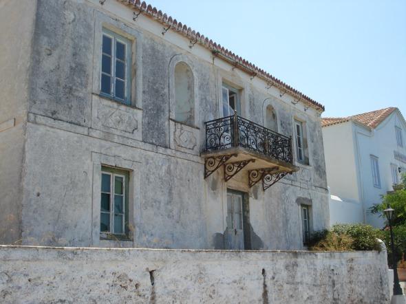 Η αρχιτεκτονική του νησιού είναι χάρμα οφθαλμών. Εύχομαι να ήμουν λίγο ψηλότερη για να είναι καλύτερες οι λήψεις...  © beautyworkshop.gr