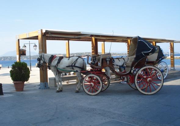 Τα αμαξάκια είναι υπέροχα και η αμαξάδα must, ειδικά για όσους πρωτοεπισκέπτονται το νησί  © beautyworkshop.gr