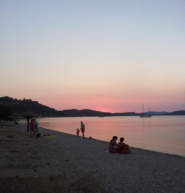 Μετά τις 9 το βράδυ, στην παραλία της Βόνιτσας © beautyworkshop.gr