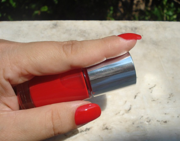 A Different Nail Enamel, 07 Red Red Red, Clinique © beautyworkshop.gr