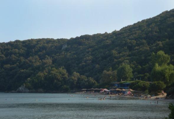 Η Παναγιά βρίσκεται περίπου 10 χιλιόμετρα έξω από τη Βόνιτσα και είναι η παραλία που κάνουμε μπάνιο. © beautyworkshop.gr