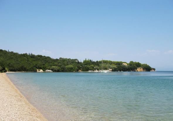 Παναγιά και πάλι. Ούτε τεράστια, ούτε πολύ μικρή, πολύ ζεστά νερά και χοντρή άμμος, είναι ίσως η πιο φιλική παραλία για παιδιά που έχω επισκεφθεί. © beautyworkshop.gr