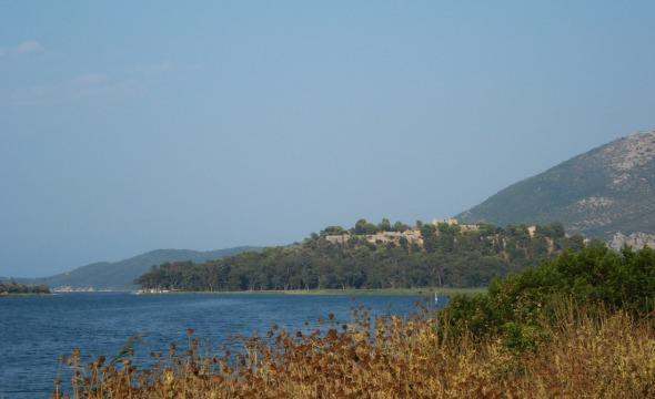 Μια ακόμα άποψη του κάστρου από τον ίδιο δρόμο. © beautyworkshop.gr