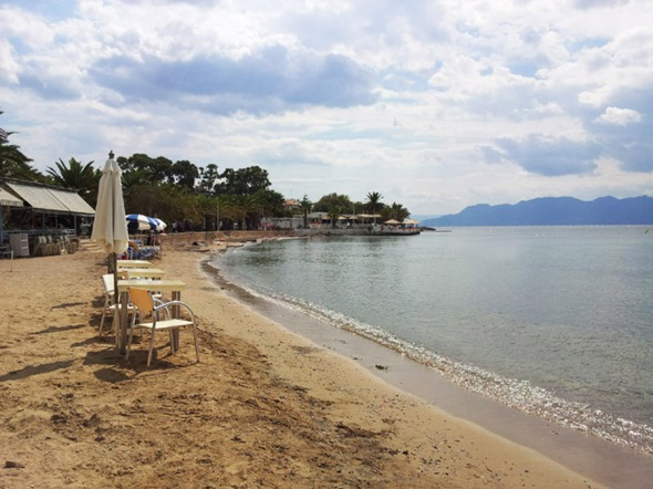 Αυτή η πανέμορφη παραλία βρίσκεται λίγα μέτρα από το κεντρικό λιμάνι της Αίγινας... © beautyworkshop.gr
