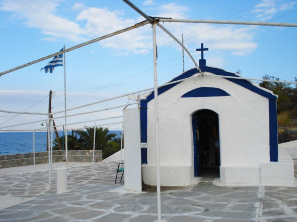 Το εκκλησάκι ήταν πεντακάθαρο, περιποιημένο και παραδόξως ανοιχτό για το κοινό. © beautyworkshop.gr