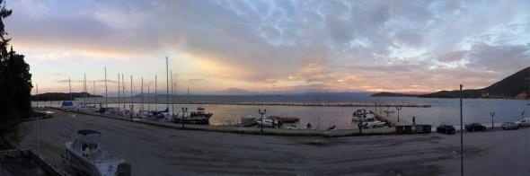 Αυτή η λήψη είναι από το λιμάνι της Βόνιτσας, το απόγευμα της 31ης Δεκεμβρίου 2012.... http://wp.me/p2BQA2-ia