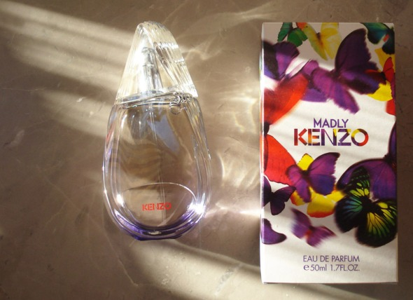 Ένας από τους πιο ταλαντούχους αρωματοποιούς της νέας γενιάς, φτιάχνει ένα πολύ ενδιαφέρον άρωμα για τον Οίκο Kenzo. Λεπτομέρειες εδώ. http://wp.me/p2BQA2-ng
