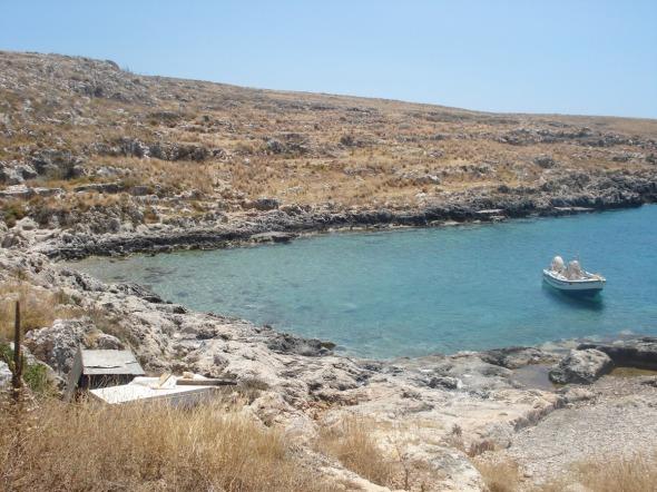 Η νοτιότερη παραλία της ηπειρωτικής Ελλάδας και μια από τις πιο ωραίες παραλίες στις οποίες έχω κολυμπήσει: Ταίναρο, ακριβώς δίπλα από το ναό του Ποσειδώνα. Επιπλέον, όψεις της Μάνης και το Flash του Jimmy Choo. http://wp.me/p2BQA2-14K