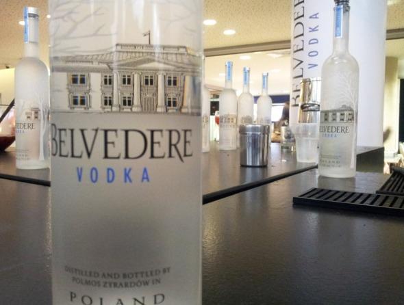 Η Belvedere είναι βότκα, πολωνική και premium. Δεν είμαι πολύ fan του συγκεκριμένου ποτού και το κριτήριό μου δεν είναι το πλέον αυστηρό, όμως μου φαίνεται πως είναι από τις λίγες βότκες που έχει γεύση.  © beautyworkshop.gr