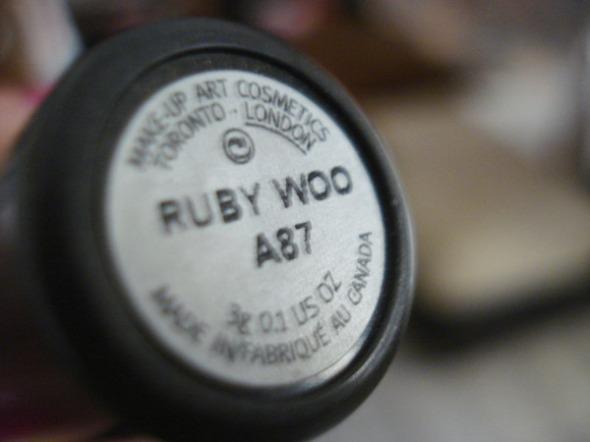 Το Ruby Woo είναι ίσως το πιο ευπώλητο κραγιόν MAC και ένα από τα μεγαλύτερα best sellers της μάρκας σε όλες τις κατηγορίες. © beautyworkshop.gr