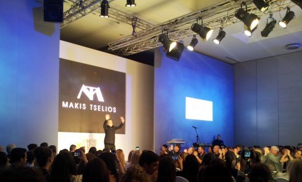 Ο Μάκης Τσέλιος καταχειροκροτήθηκε στο φινάλε του show (το είπα ότι στην αίθουσα επικρατούσε το αδιαχώρητο, δεν το είπα;) © beautyworkshop.gr