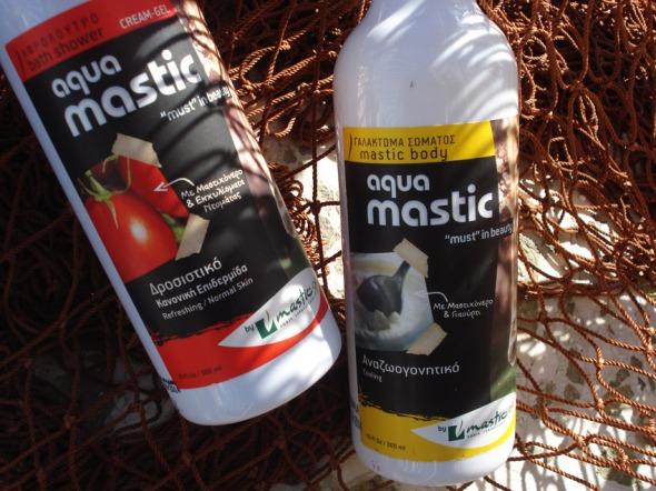Ο Γιώργος Δημητρόπουλος είναι designer (www.atomic-design.gr) και είναι ο υπεύθυνος πίσω από την αλλαγή εικόνας στις συσκευασίες της Mastic Spa.