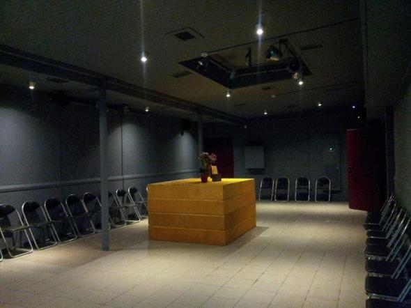 Το θέατρο είναι σχετικά καινούργιο, αλλά έχει γίνει δημοφιλέστατο, κυρίως χάρη στην εξαιρετική παράσταση «Ποιος φοβάται τη Βιρτζίνια Γουλφ», με βασικούς πρωταγωνιστές τη Μίρκα Παπακωνσταντίνου και τον Δάνη Κατρανίδη που παίζεται από πέρυσι και σκίζει. Για πληροφορίες: 211 411 0060 © beautyworkshop.gr