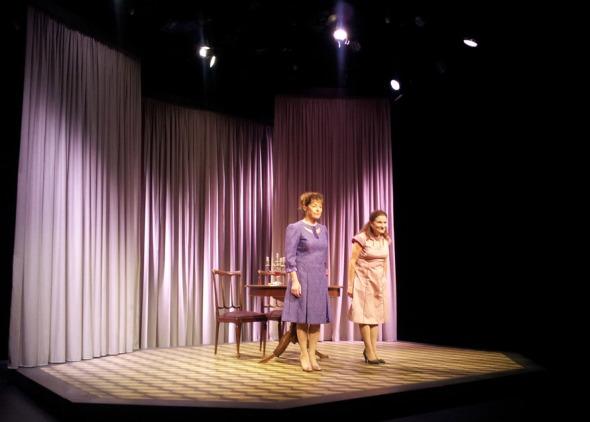 Το έργο ήταν καλό, όμως σημαντικό κομμάτι της επιτυχίας του οφείλεται στις 2 κυρίες που κάνουν τους ρόλους εντελώς δικούς τους. © beautyworkshop.gr