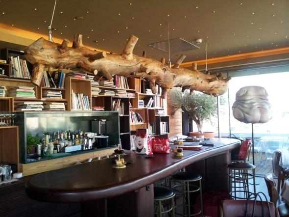 Έργα τέχνης υπάρχον διάσπαρτα παντού σε ολόκληρο το New Hotel -το bar δεν θα μπορούσε να αποτελεί εξαίρεση. © beautyworkshop.gr
