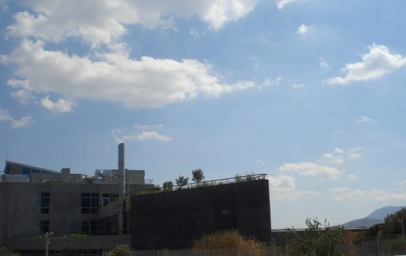 Το εργοστάσιο είναι βιοκλιματικό και ολοκληρώθηκε μόλις πέρυσι. © beautyworkshop.gr