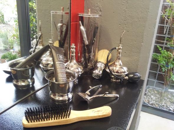 ...με όλα τα super προϊόντα της μάρκας, ειδικά για τους άνδρες πελάτες. © beautyworkshop.gr