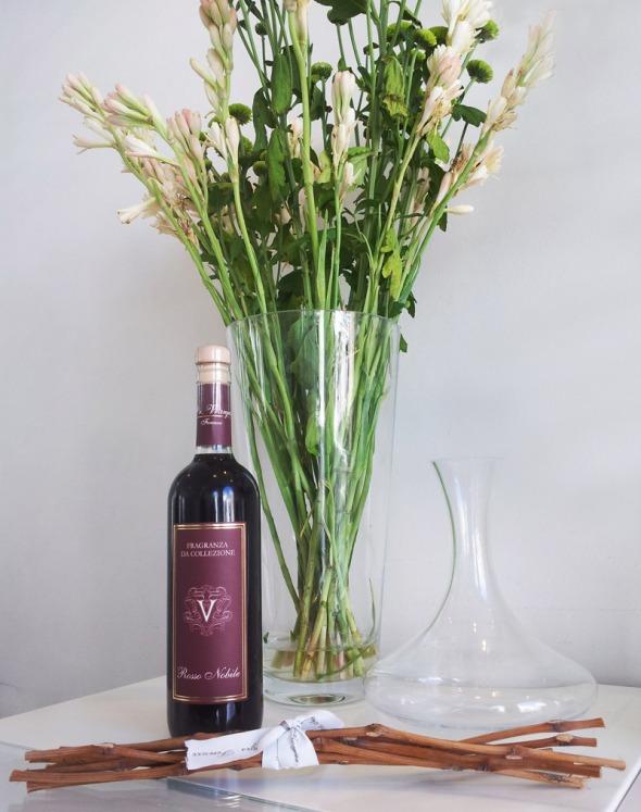 ... ή η εντυπωσιακή κανάτα, που παραπέμπει σε κανάτα κρασιού. © beautyworkshop.gr