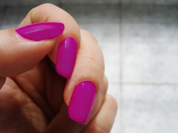 Είναι το Heart Trick No 248 της Erre Due και κάτι μου λέει πως θα γίνει το χρώμα της σεζόν. Στο ποστ παρεισφρύει λόγω χρωματικής συνάφειας, και όχι μόνο: η βασική σειρά της Erre Due περιλαμβάνει από τα πλέον value for money βερνίκια της αγοράς © beautyworkshop