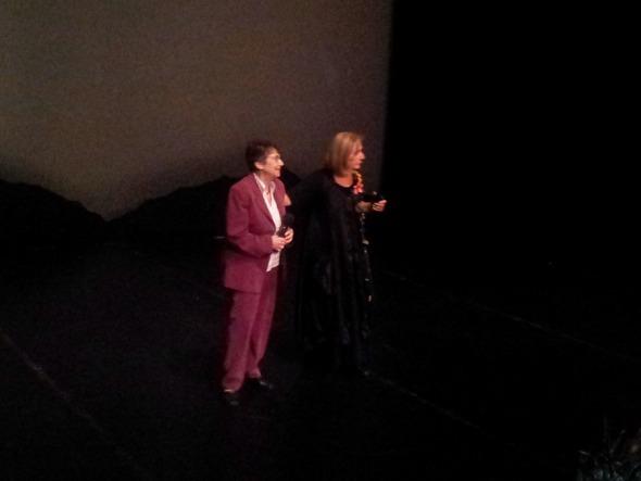 Η κ. Κάρμεν Ρουγγέρη (δεξιά), με την κ. Μαριάννα Λάμπρου, πρόεδρο της Π.Ε.Σ.ΠΑ (Πανελλήνια Ένωση Σπανίων Παθήσεων).  © beautyworkshop