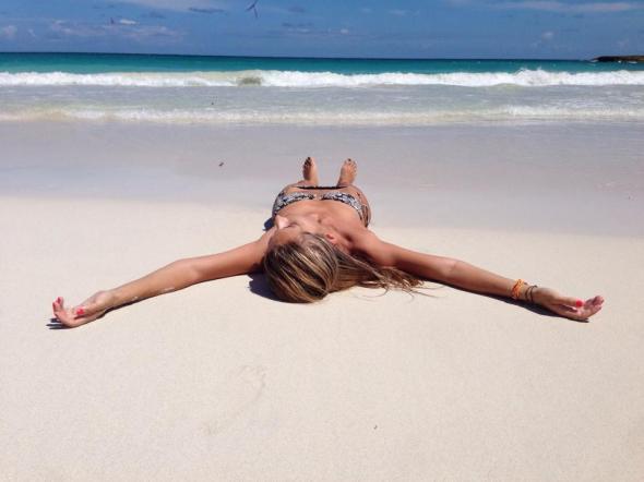 H Linda έχει βαλθεί να μας κάνει να λυσσάξουμε, Κυριακάτικα... -εδώ, στο νησάκι Vieques © beautyworkshop