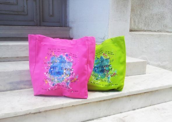 Το press kit από την παρουσίαση περιείχε το νέο Skip, το νέο καθαριστικό της Kleenex σε 2 αρώματα, και ένα αντίτυπο του βιβλίου της κ. Τσεμπερλίδου. Ο λόγος που τράβηξα φωτογραφία τη δική μου τσάντα, μαζί με της συναδέλφου Τάνιας Γκίνη, είναι επειδή ταιριάζει απολύτως με τα χρώματα του blog  © beautyworkshop