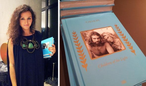 Η κούκλα και καλή συνάδελφος Κάκια Καφφά είναι ένα από τα «παιδιά» της Calliope που ποζάρουν σε αυτό το λεύκωμα. © beautyworkshop.gr